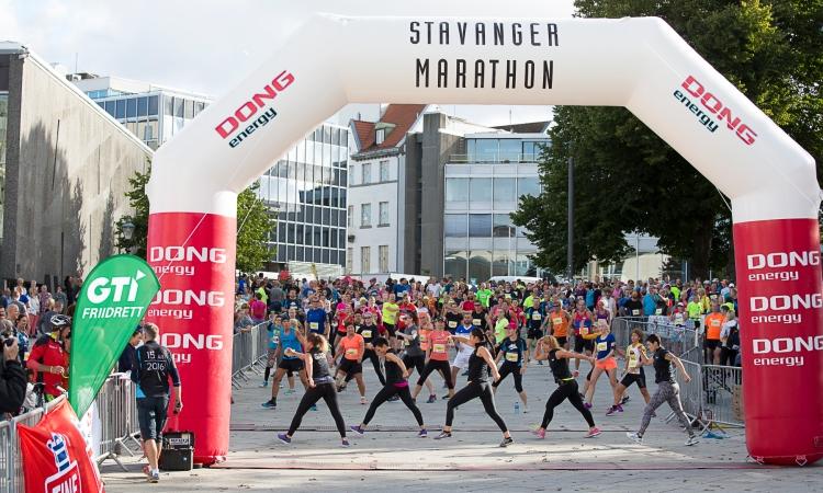 Stavanger Half Marathon 2016 Aerobics Start