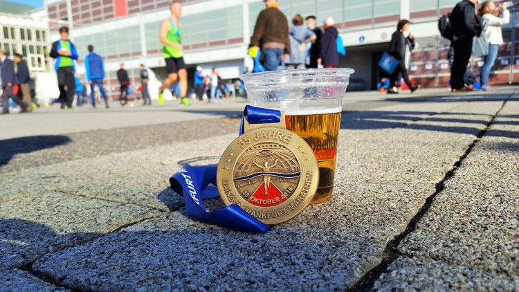 frankfurt-marathon-october-2016-simon-messenger-medal-beer