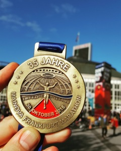 frankfurt-marathon-october-2016-simon-messenger-medal